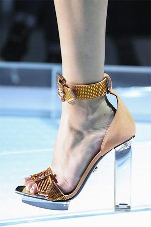 Модные туфли от Versace с кристаллами Swarowski (фото)