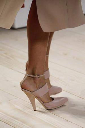 Модные туфли бежевого цвета от Nina Ricci (фото)