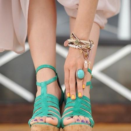Разный цвет лака на руках и на ногах (фото)